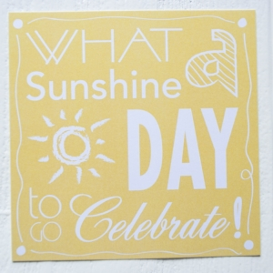 ansichtkaart sunshine day celebrate geel letters
